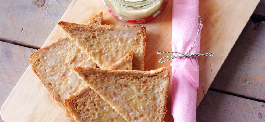 Toast met gecondenseerde melk